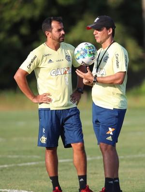 Cleber ao lado de Zé Ricardo no CT do Flamengo (Foto: Gilvan de Souza)
