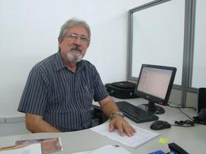 Economista e escritor Eneas Barros realizou uma pesquisa sobre a morte do motorista (Foto: Gilcilene Araújo/G1)