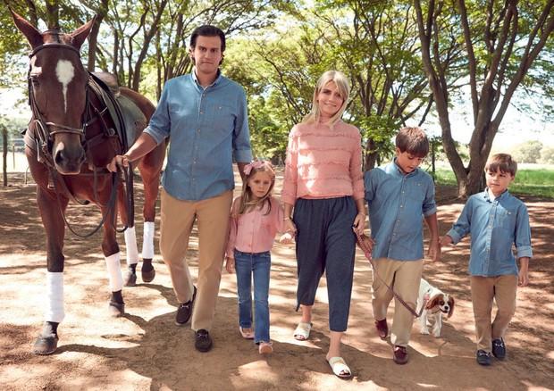Roberto Egydio Filho com Thatiana Tena e os filhos do casal (Foto: Gil Inoue)