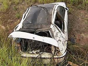 Jovem de 19 anos foi arremessado para fora do veículo (Foto: Reprodução/TV Integração)