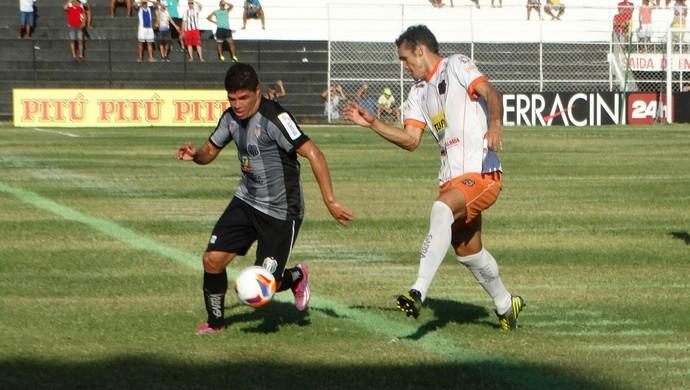 zagueiro Alisson, Serra Talhada (Foto: André Ráguine / GloboEsporte.com)