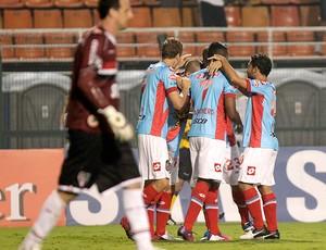 Dario Ismael comemora gol do Arsnal de Sarandi contra o São Paulo (Foto: AP)