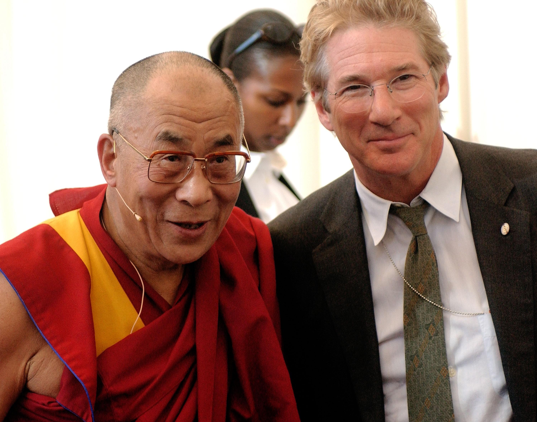 O líder Dalai Lama e o ator Richar Gere em um encontro em 2003 (Foto: Getty)