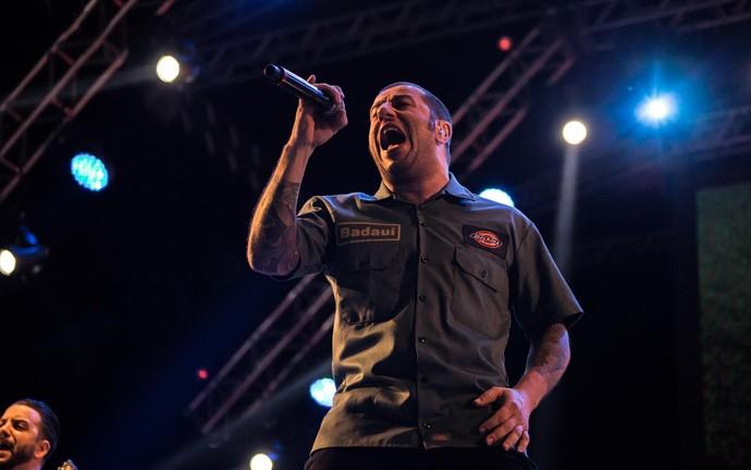 Badauí quebra tudo no palco 2002 do João Rock 2016 (Foto: Mateus Rigola/Gshow)