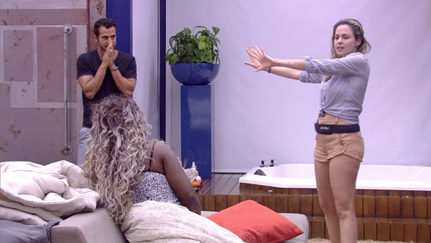 BBB 16: Ana Paula volta para casa aos gritos (BBB)