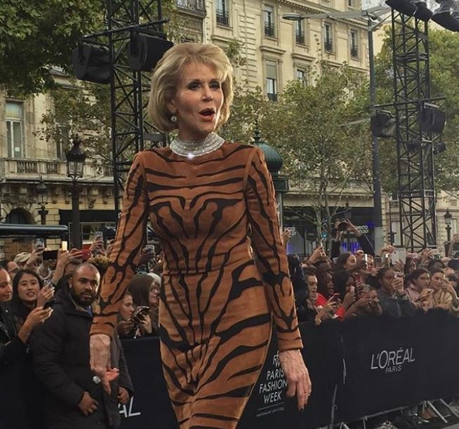 Aos 79 anos, Jane Fonda brilha em desfile em Paris  (Foto: Reprodução/Instagram)