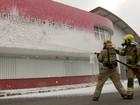 Contra crise hídrica, bombeiros do DF trocam água por espuma
