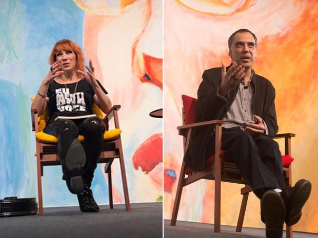 Karina Buhr, com o pandeiro aos pés, e Arnaldo Antunes, durante a mesa 'Desperiçando verso' neste sábado (4) na Flip 2015 (Foto: Divulgação)