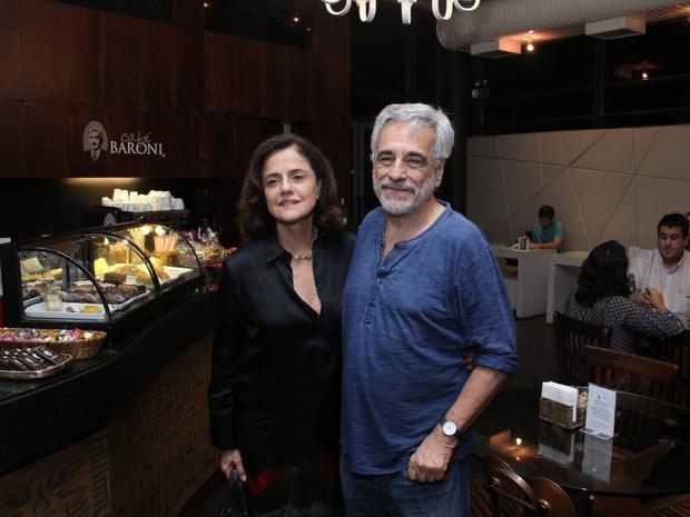 Marieta Severo e Aderbal Freire Filho em estreia de peça na Zona Sul do Rio (Foto: Wallace Barbosa/ Ag. News)