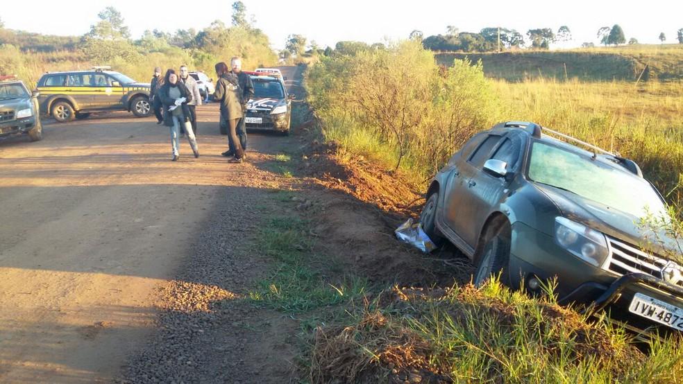 Veículo utilizado no crime foi abandonado na localidade de São Manoel (Foto: Polícia Civil/Divulgação)