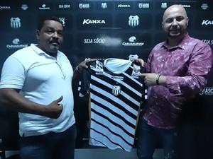Lícius Cavalcati e Márcio Granada anunciam parceria com o Central (Foto: Mavian Barbosa / GloboEsporte.com)