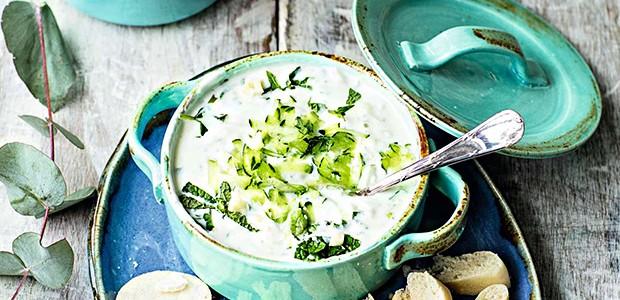 Tzatziki (antepasto de iogurte e pepino) (Foto: Elisa Correa/Editora Globo)
