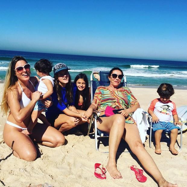 Luciano Szafir posta foto da família (Foto: Reprodução / Instagram)