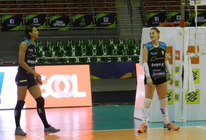Treino Praia Clube Brasília Superliga Claudinha e Walewska (Foto: Lucas Papel)