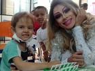 Jovem 'se monta' de drag queen para divertir crianças com câncer no Piauí