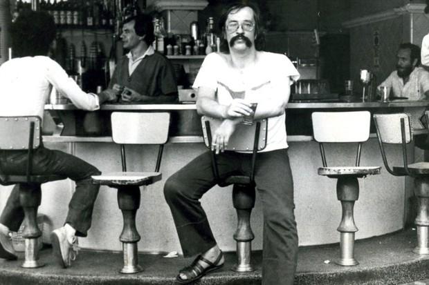 Leminski no bar (Foto: reprodução)