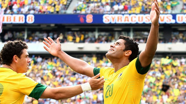 Hulk comemora gol do Brasil contra a Argentina (Foto: Mowa Press)