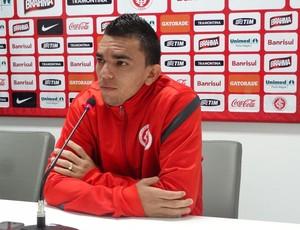 Edson Ratinho lateral-direito Inter (Foto: Tomás Hammes / GLOBOESPORTE.COM)