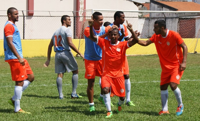 Reginaldo meia Atibaia (Foto: Fabio Gianelli/Soccer Digital)