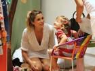 Flávia Alessandra vai às compras com as filhas