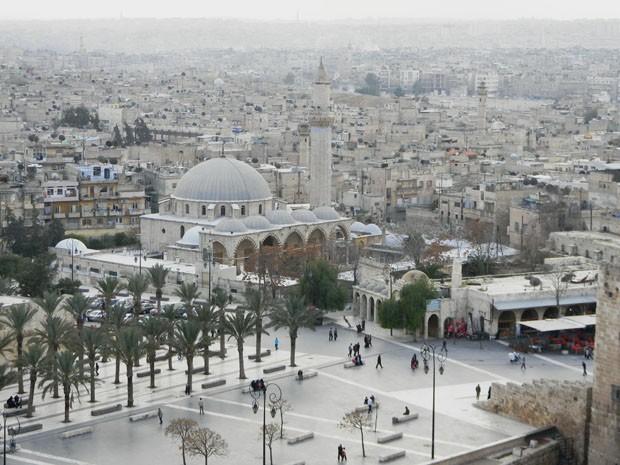 (Foto: Wikimedia / Preacher Iad / http://en.wikipedia.org/wiki/File:Khusruwiyah_Mosque2_Alp.JPG)