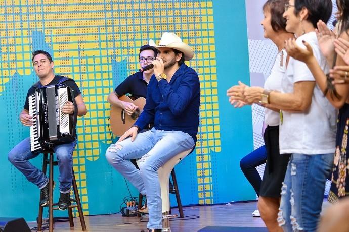 Entre suas inspirações profissionais, estão o cantor Daniel e a dupla Milionário e José Rico (Foto: Priscilla Fiedler/RPC)