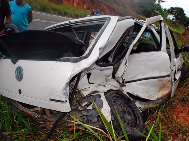 Vítimas que morrerasm estava no banco de trás do Gol (Foto: Carlos Figueredo/Itamaraju Notícias)