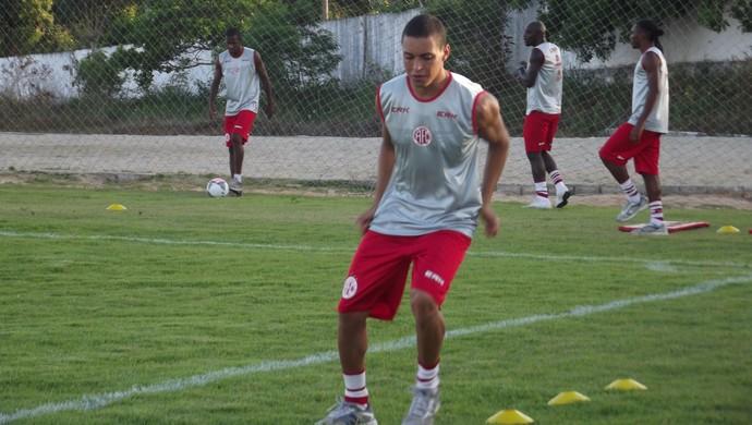 Rafinha marcou o primeiro gol do América-RN na Copa do Nordeste (Foto: Klênyo Galvão)