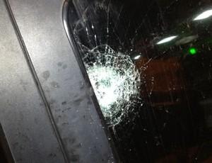 Carro do prefeito de Moita Bonita foi danificado por vândalos (2) (Foto: Divulgação)