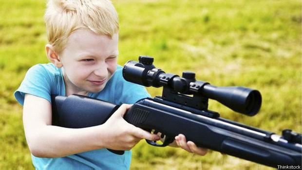 Nos EUA, 31% das residências têm ao menos uma criança e uma arma, segundo dados de 2012 (Foto: Thinkstock)