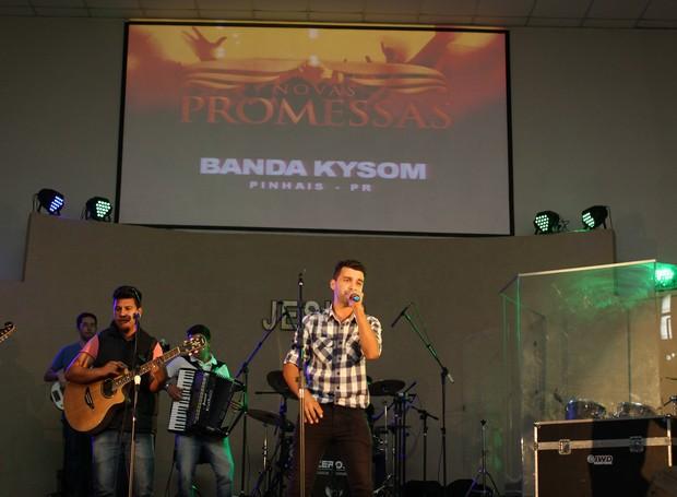 Já o sertanejo gospel ficou por conta da Banda Kysom, de Pinhais (Foto: Rafael Veraldo/ RPC)