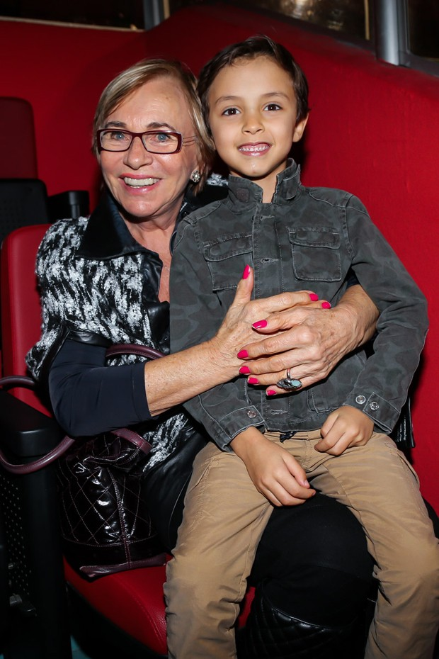 Arthur com a avó materna Eva (Foto: Manuela Scarpa/Brazil News)
