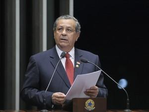 Senador Jayme Campos durante sessão no plenário do Senado, em agosto de 2014 (Foto: Edilson Rodrigues / Agência Senado)