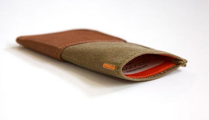 Case carteira de couro feita à mão para o Moto X 2014 (Foto: Divulgação/DodoCase)