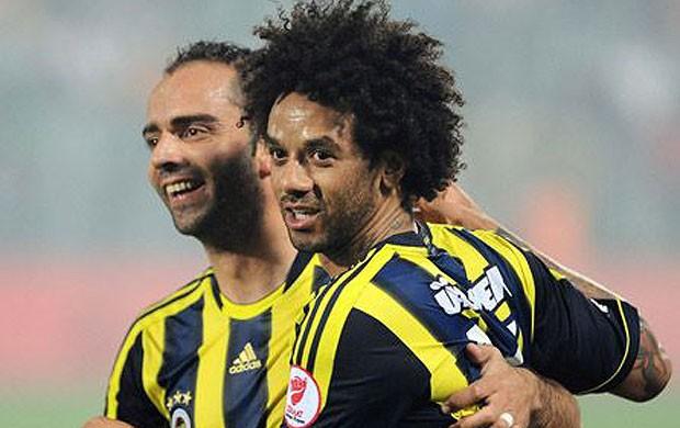 Cristian, do Fenerbahçe, comemora belo gol feito na final da Copa da Turquia (Foto: Divulgação)