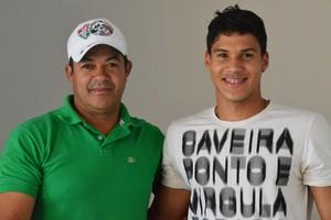 Ado e Klysman, pai e filho, Fluminense de Feira de Santana (Foto: Angelo Tedeschi)