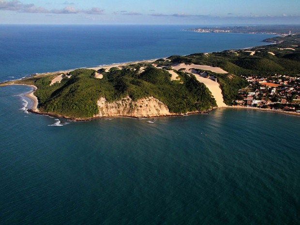Praia de Ponta Negra, com destaque para as dunas do Morro do Careca (Foto: Canindé Soares)