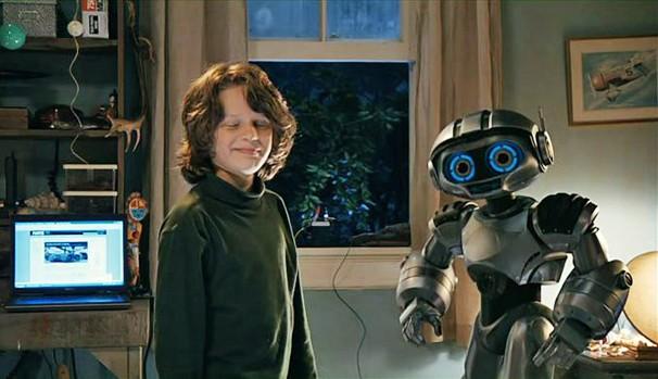 Bobby tinha 16 anos quando aconteceram as filmagens de 'Robosapien - O Meu Melhor Amigo' (2013) (Foto: Divulgação/Reprodução)