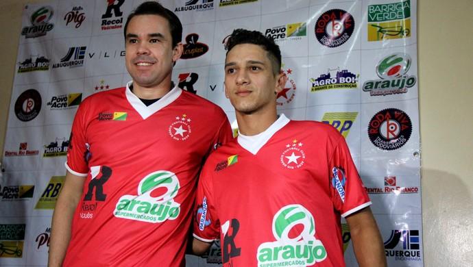 atacante Adriano Louzada e meio-campo Uilian apresentação Rio Branco (Foto: João Paulo Maia)