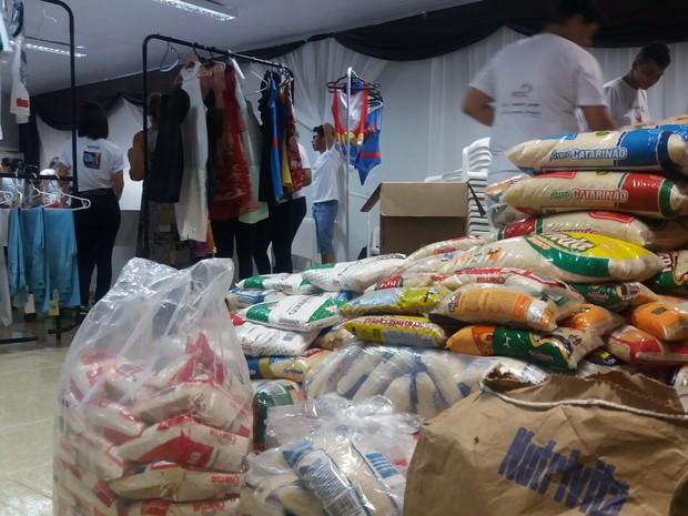 9c2ee48d2c9 G1 - Mais de 100 pessoas trocam alimento por itens em bazar ...