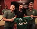 Meninos do sub-17 da Chapecoense ganham palestra de Xavi no Catar