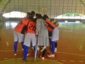 Má formação na perna não impediu de seguir jogando futsal (Foto: Marcos Martins/GloboEsporte.com)