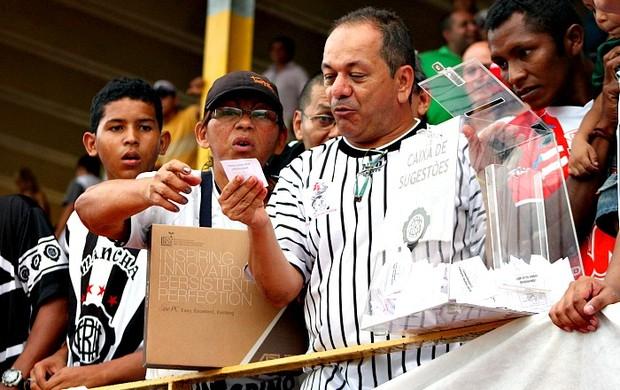 Rifa dos tocedores do Rio Negro na partida contra o Fast Clube=28-04-2012 (Foto: Anderson Silva/GLOBOESPORTE.COM)