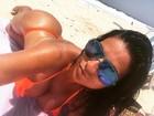 Solange Gomes mostra segredinho contra celulite: 'Sol, meu aliado'