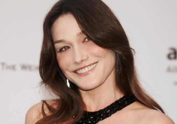 Carla Bruni costuma hidratar bem a pele para mantê-la sempre bonita (Foto: Getty Images)