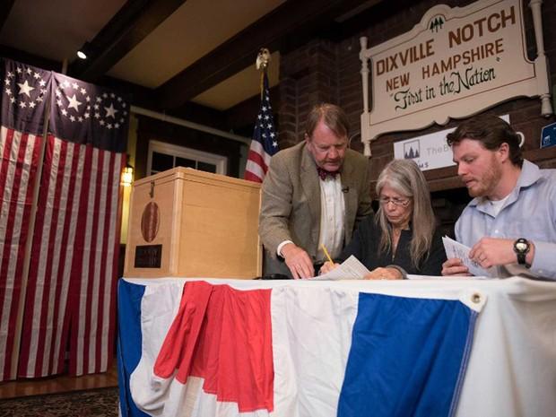 Habitantes de três cidades do estado de Nova Hampshire têm como tradição terminar o processo de votação em menos de 10 minutos (Foto: Alice Chiche / AFP)