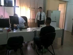 Depoimento jovem Polícia Civil Juiz de Fora (Foto: Roberta Oliveira/ G1)