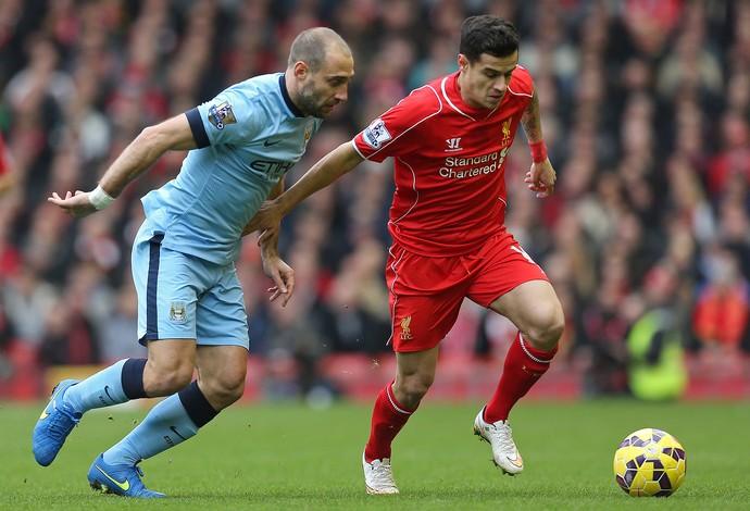 Philippe Coutinho e Zabaleta, Liverpool x Manchester City (Foto: Reuters)