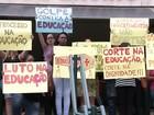 Professores de escolas estaduais protestam contra medida do governo