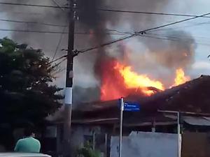 Pai é suspeito de atear fogo em casa (Foto: Mara Andriolo/Arquivo Pessoal)